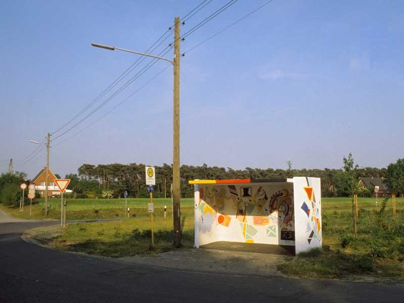 24. Das bunte Versprechen vielfältiger Ziele: Nordhorn, Bushaltestelle