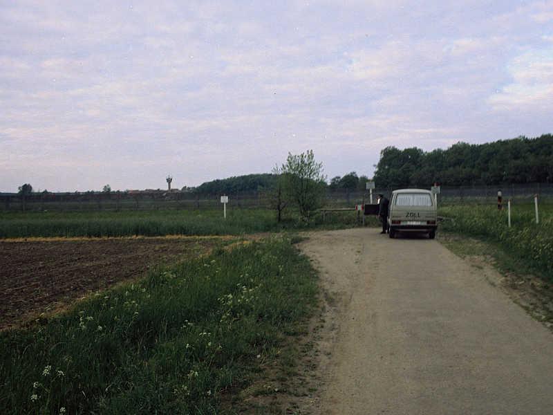 02. Die deutsch-deutsche Grenze überwinden, Bahrdorf, Zollbus